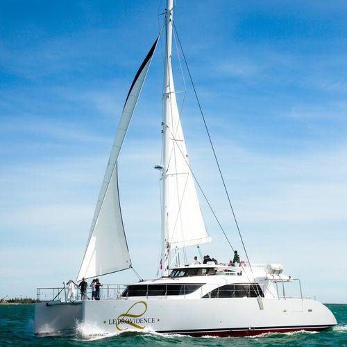 catamaran / de charter / à fly