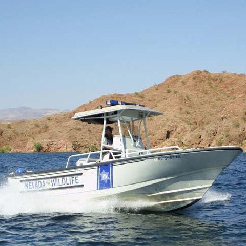 bateau de surveillance hors-bord