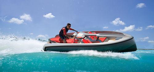 Jet-ski 6 places / 200 cv 16 Vanquish Yachts