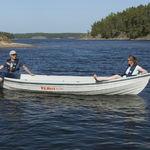 barque hors-bord / électrique à énergie solaire / max. 4 personnes