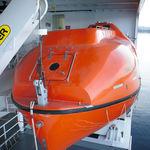 canot de sauvetage fermé / pour navire