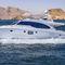 motor-yacht de croisière / à fly / coque à déplacement