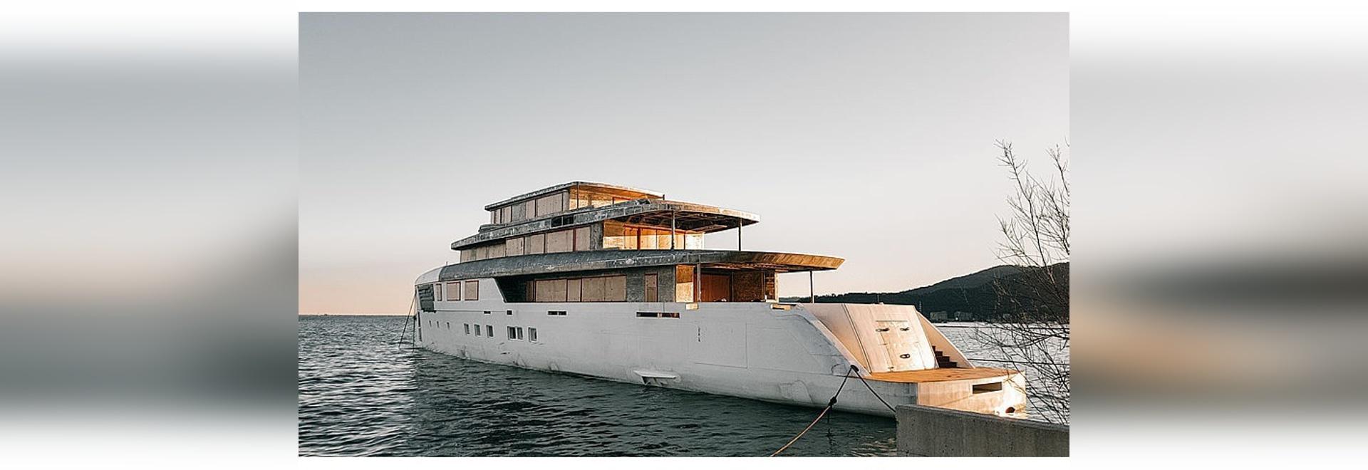 Le nouvel yacht fait sur commande de moteur de 56m de Perini Navi arrive en La Spezia