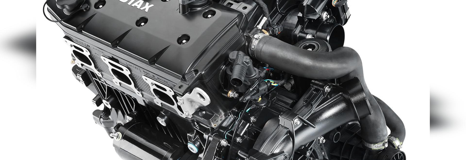 Le Rotax le CÆ 300 comporte un déplacement de 1,6 litres, le surchauffeur avec une roue de 32 lames et le grand refroidisseur intermédiaire. Crédit : BRP