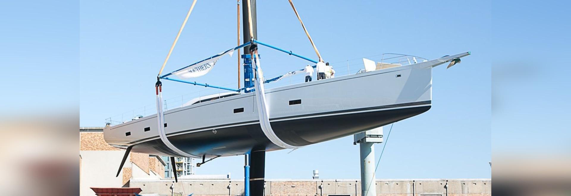 Le vent du sud lance la puissance de navigation de yacht de 35m de 2