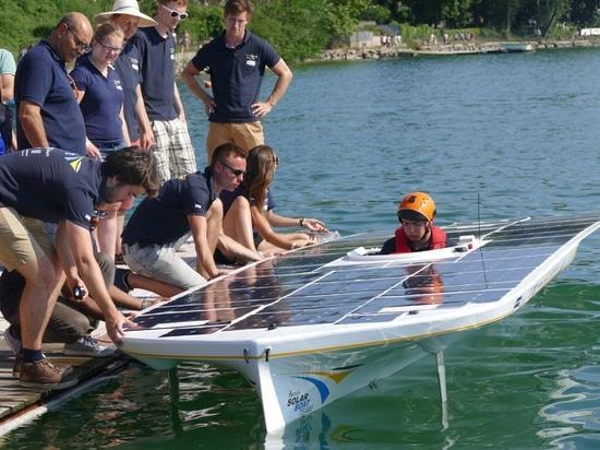 Équipe de bateau solaire du TU Delft prête pour le croisement de la Manche