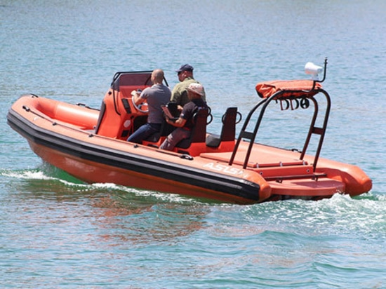 Les bateaux d'ASIS livre les nervures à moteur diesel de délivrance pour les gisements de pétrole en mer.