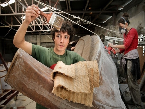 Pour Tara Tari, Corentin a remplacé 40% de la fibre de verre par la fibre de jute et a ajouté la résine (la courtoisie de l'or du Bengale)