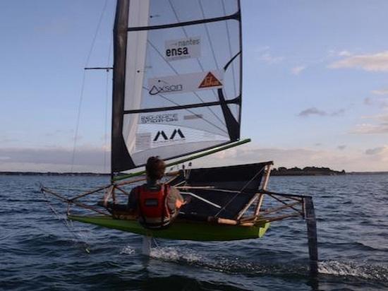Le bateau en bambou (courtoisie de Guillaume Dupont)