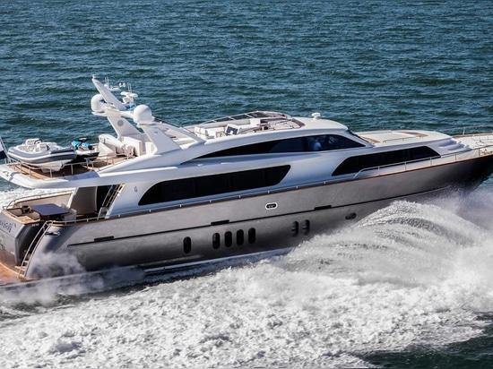 Van Der Valk Continental livre le yacht Nicostasia de moteur de 26m