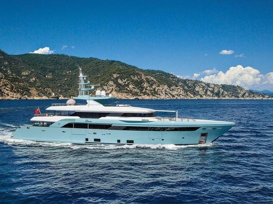 CRN indique de nouvelles photos de superyacht Latona de 50m
