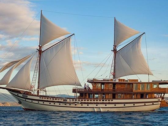 le yacht Prana de 55m Phinisi a lancé en Indonésie