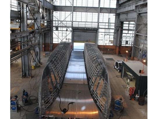 Bateaux d'orignaux construisant le nouveau navire de transport d'équipage pour la Californie