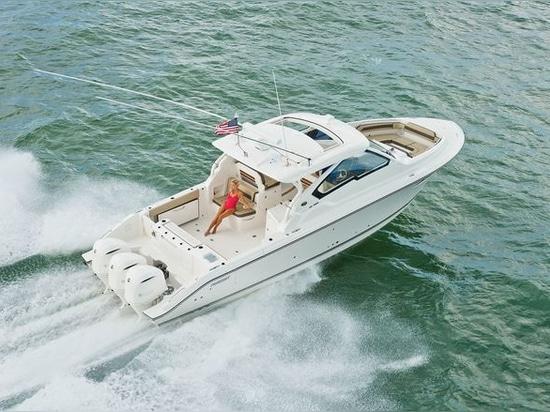 Essai de bateau de dc 365 de poursuite