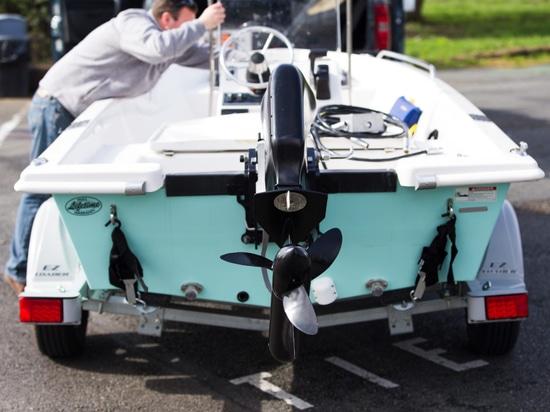 Le navire pur indique le nouveau paquet de batterie pour le moteur électrique
