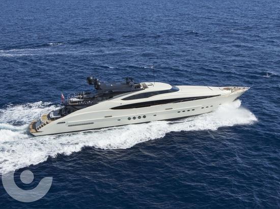 Nouveau propriétaire pour le superyacht de 45m avantageux