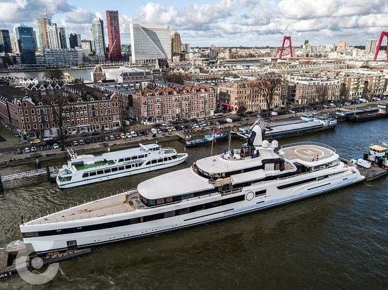 Le 93m Feadship superyacht Lady S en voie de livraison
