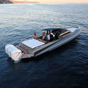 bateau pneumatique hors-bord / trimoteur / semi-rigide / à console centrale