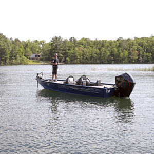 bass boat hors-bord / à double console / de pêche sportive / en aluminium
