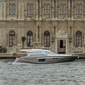 motor-yacht de croisière / à fly / IPS / coque planante