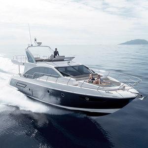 motor-yacht de croisière / à fly / PRV / à déplacement