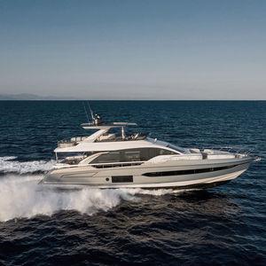 motor-yacht de croisière / à fly / IPS / en fibres de carbone