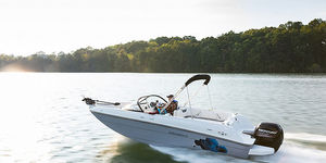 deck-boat hors-bord