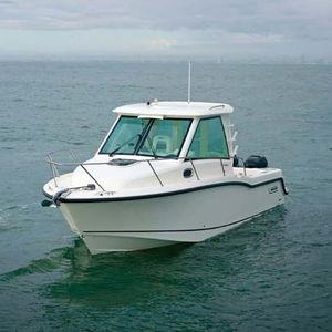 cabin-cruiser hors-bord / bimoteur / à cockpit fermé / de pêche sportive