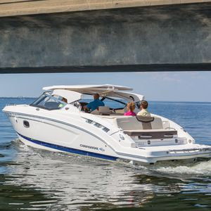 runabout in-bord / open / à double console / bow-rider