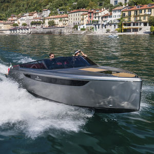 runabout in-bord / à double console / traditionnel / traditionnel