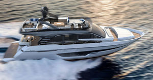 motor-yacht de croisière / à fly / ligne d'arbre / 3 ou 4 cabines