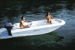 coque open hors-bord / à console latérale / max. 5 personnes / bain de soleil