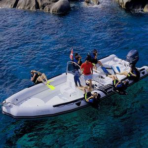 bateau pneumatique hors-bord / bimoteur / RIB / à console centrale