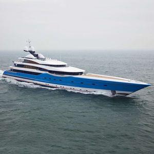 mega-yacht de croisière / avec timonerie / 12 cabines / avec héliport