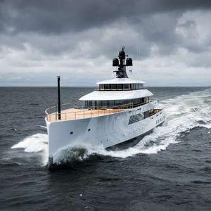 mega-yacht de croisière / avec timonerie / 6 cabines / à étrave verticale