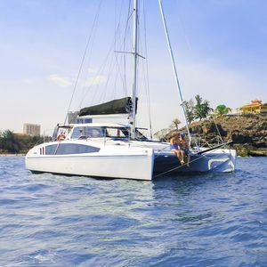 catamaran / de course-croisière / cockpit ouvert / 2 cabines