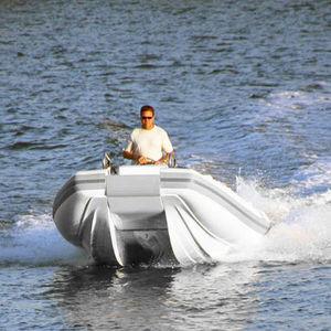 bateau pneumatique catamaran / hors-bord / semi-rigide / à console centrale