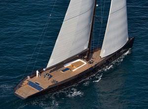 sailing-superyacht de croisière / traditionnel / cockpit ouvert / à quille relevable