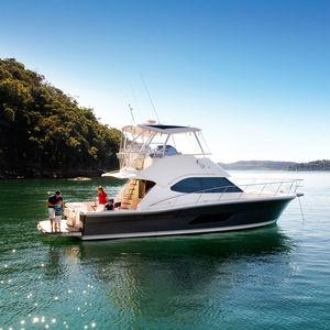 motor-yacht de croisière / offshore / de pêche sportive / à fly