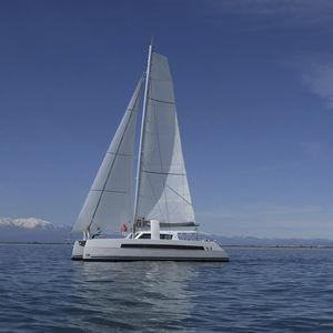 sailing-yacht catamaran / de grande croisière / cockpit ouvert / 3 ou 4 cabines