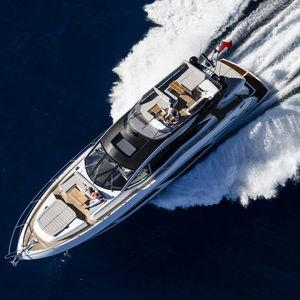 motor-yacht de sport / à cockpit fermé / à déplacement / 3 cabines
