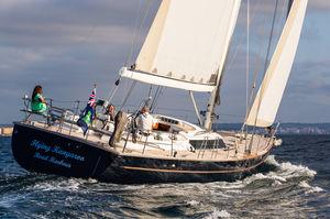 sailing-yacht de course-croisière / cockpit ouvert / 5 cabines / double barre à roue