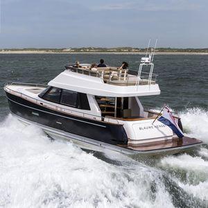 motor-yacht de croisière / à fly / open / coque planante