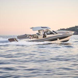 bateau pneumatique in-bord