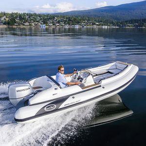 bateau pneumatique hors-bord / RIB / à console latérale / en fibre de verre