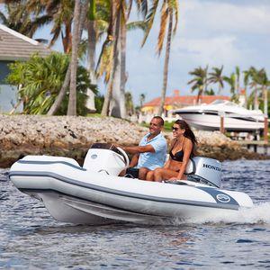 bateau pneumatique hors-bord / RIB / à console latérale / annexe pour yacht