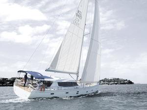 sailing-yacht de croisière / salon de pont / 3 ou 4 cabines / bout-dehors