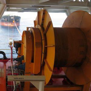 treuil pour navire / d'amarrage / de stockage / à entraînement hydraulique