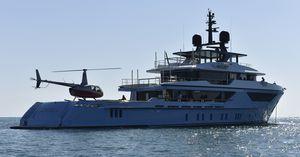 mega-yacht de croisière / pour expédition / explorer / raised pilothouse