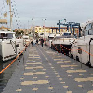 ponton flottant / modulable / d'amarrage / pour base de loisirs